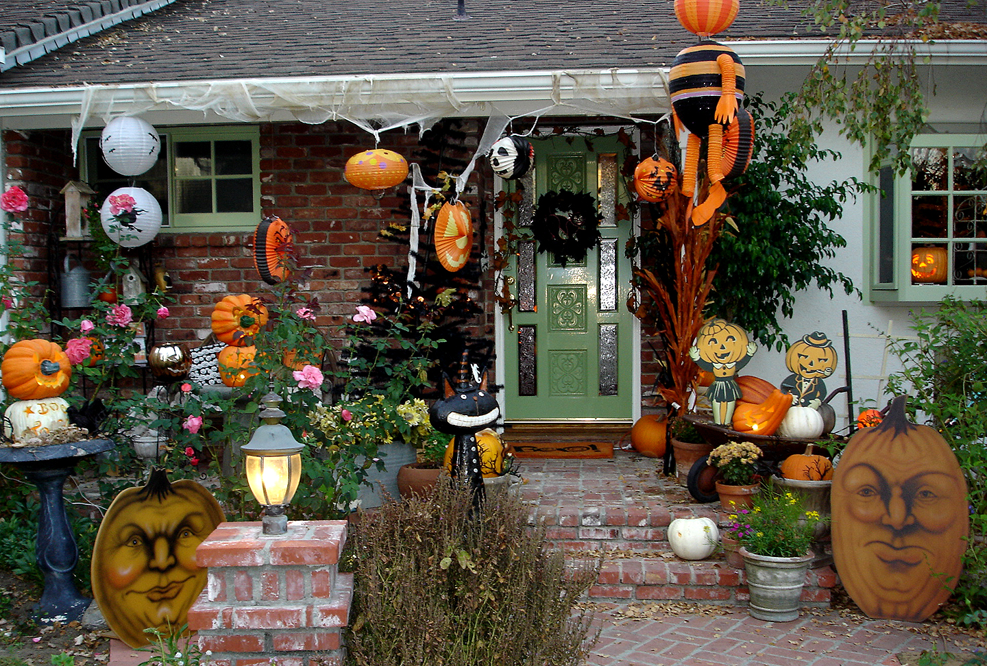 Superb Outdoor Halloween Decorations