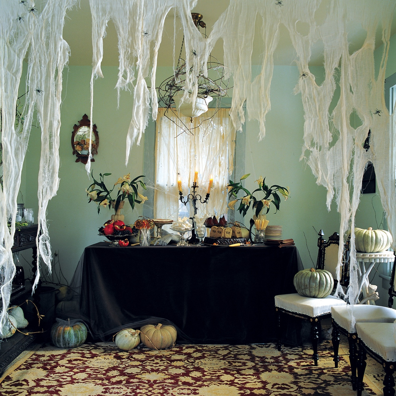 11 Awesome Halloween Indoor Decorations - Best Halloween Party Decorations