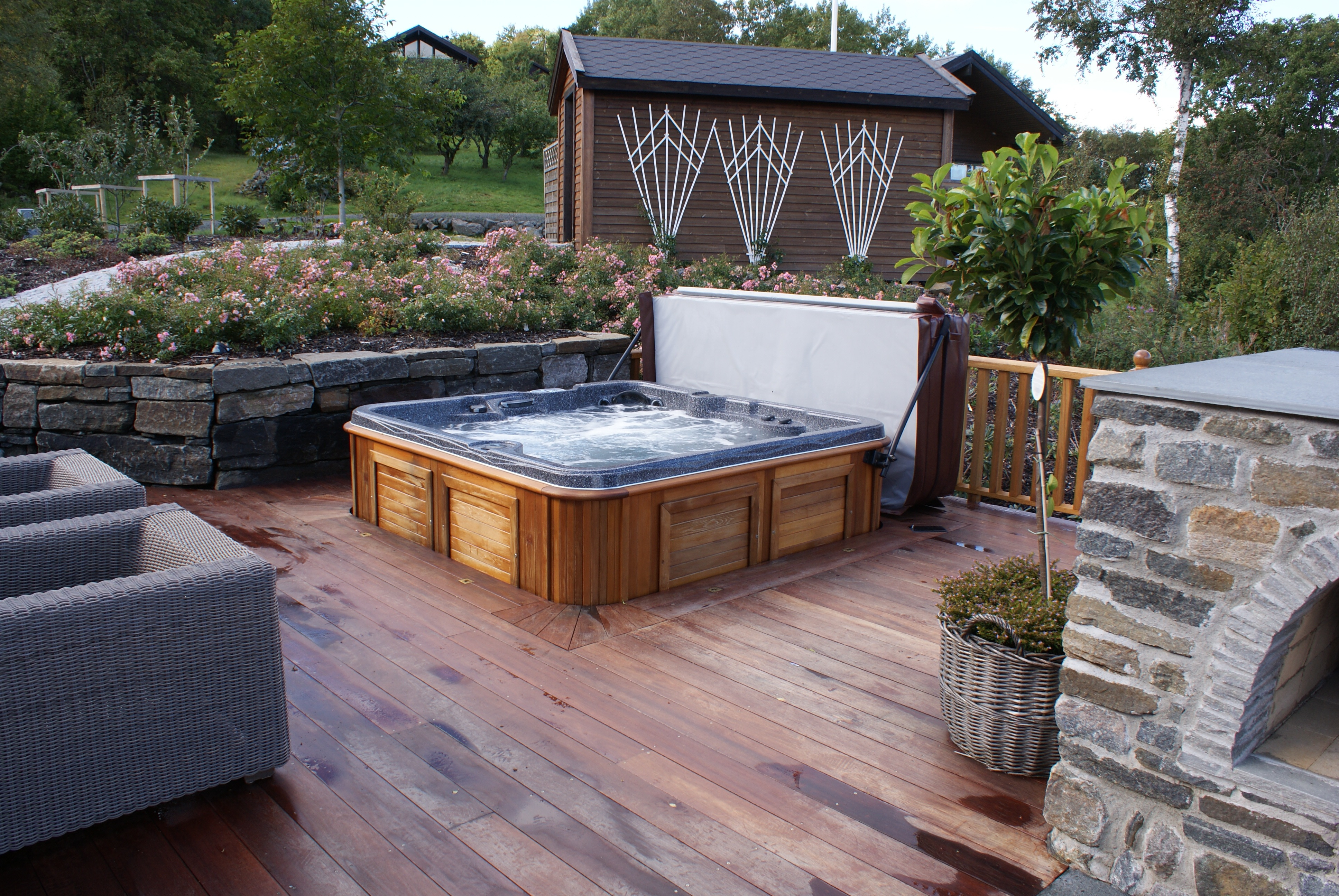 11 Awesome Outdoor Hot Tubs Ideas For Your Relaxation ...