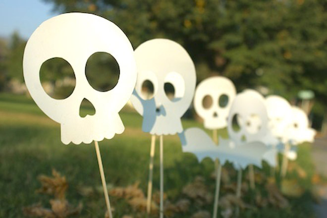 11 awesome and worth making halloween decorations How to make easy halloween decorations at home