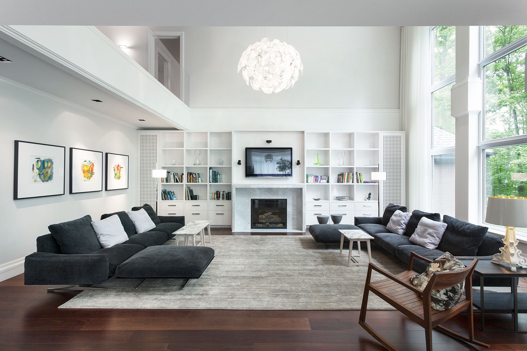 black-and-white-modern-living-room
