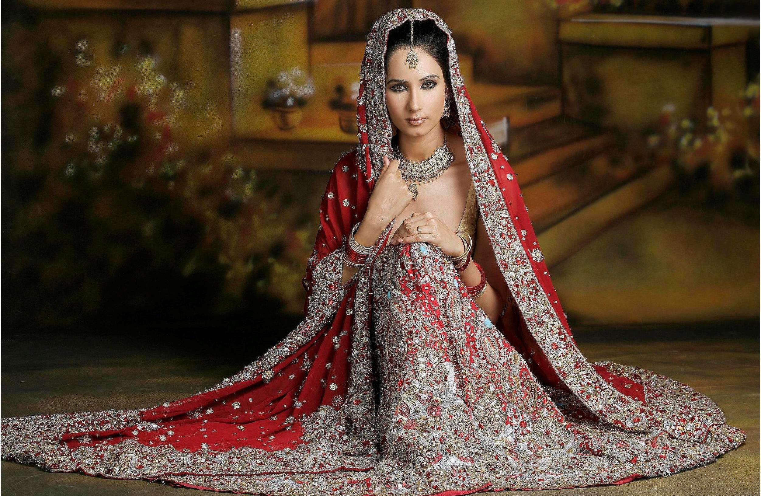 11 Awesome Bridal Dresses For Your Wedding