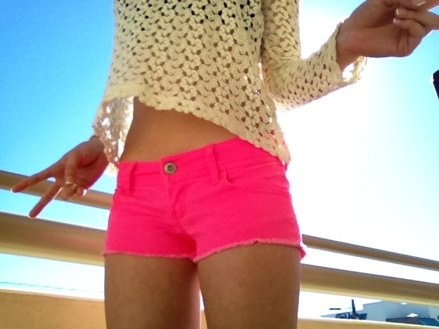 11 Awesome And Dazzling Neon Outfit Ideas For Women